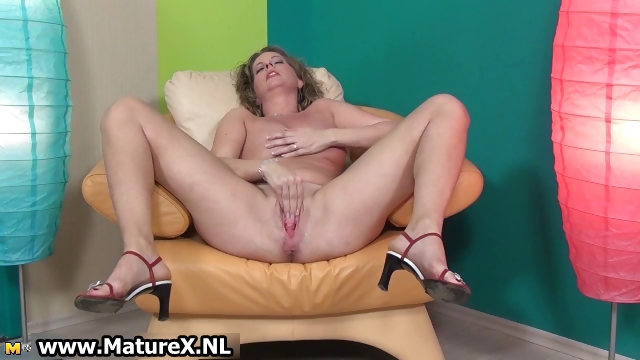 Porno Video of Horny Mature Lady Loves Stretching Her Part3
