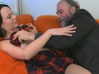 Порно видео прислуга на русском языке