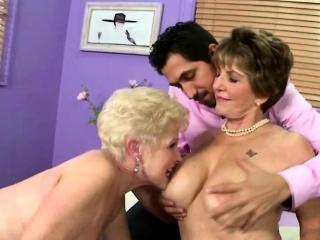 saggy tits gives a good handjob