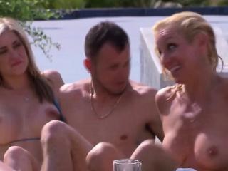 Групповой секс с молодыми девушками видео смотреть порно