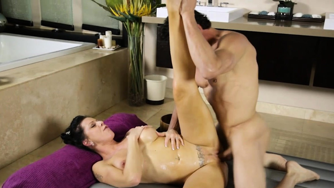 Big Tits Masseuse Texas Patti Fucked Very Hard By Huge Cock