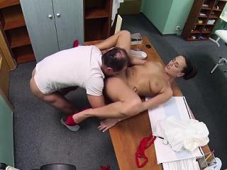 Кончил в пизду молодой брюнетки смотреть порно