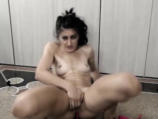 girl with 2 vibrators in her pussy gets high vibrations on us