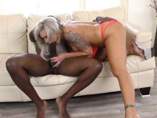 Красивая мамка соблазнила сына порно инцест смотреть порно