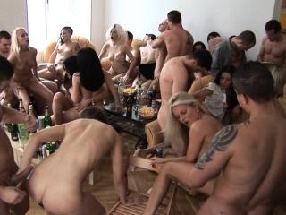 Секс молодых пухленьких девушек русское