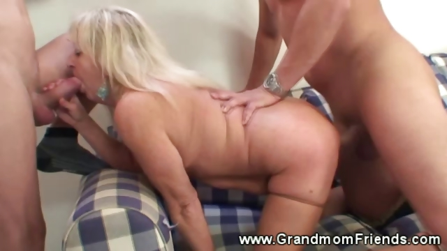 Porno Video of Granny Gets A Warm Mmf Facial