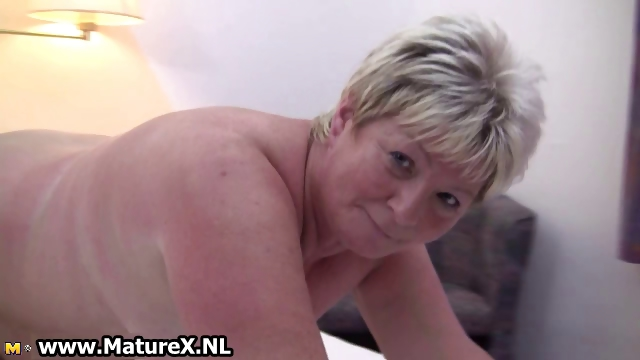 Sex Movie of Chubby Mature Blonde Is Horny And Plays Part2