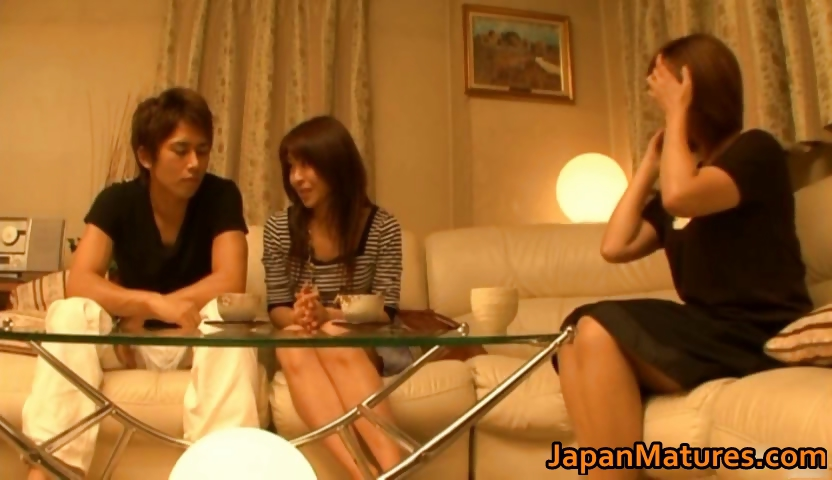 Porno Video of Japanese Mature Women Have A Threesome Part4