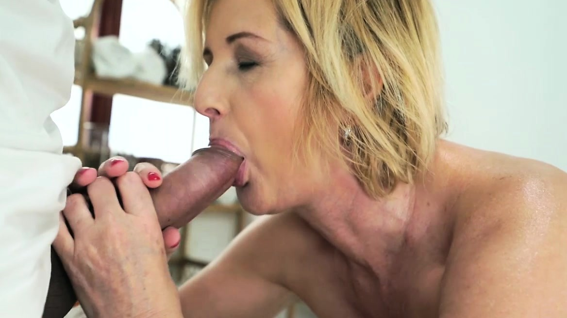 Lusty Granny Jennyfer Takes Rock Hard Dick In Her Ass