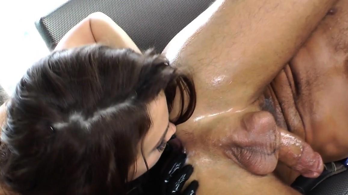 Femdom Pussyfucked Hace Su Sub Spray Spray