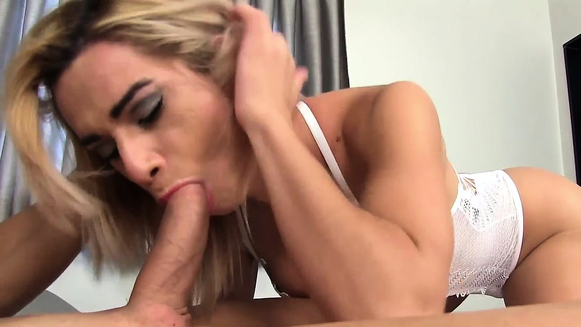 Blonde Tranny Nathalia De Castro Flip Flops With A Hot Guy