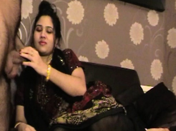 Mature Indian Bhabhi Milf Who Sucks Huge Cock Desi Meaty