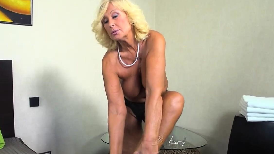 Very Mature Lady Massaged And Fucked