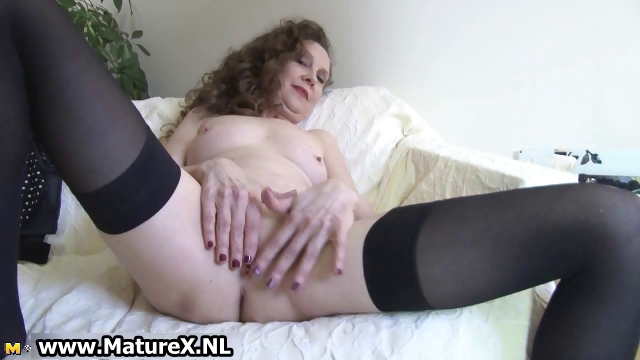 Porno Video of Experienced Mom Spreads Her Wet Pussy Part3