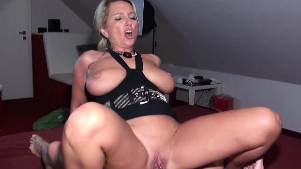 Horny German Milf Gives 2 Kinds Of Fucking Lessons