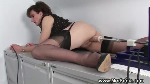 Porno Video of Mature Brit Wants A Mechanic Fuck