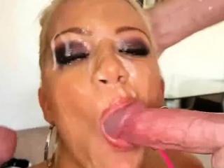Порно сиськи чулки двойное проникновение