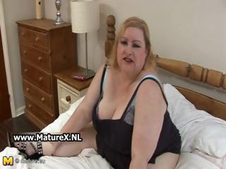 Old BBW blonde loves to show of her huge part2