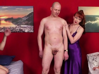 Смотреть в одежде стоя порно бесплатно