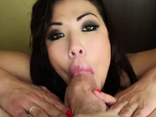 Порно довел азиатку до сквирта