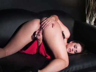 taylor vixen stuffs her pussy with a toy