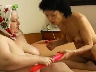 Порно лесби горячо лижут друг другу