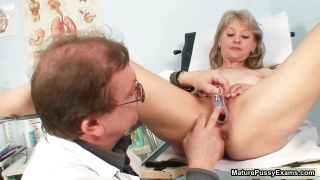 Porno Video of Pink Mature Pussy Gets Examed Part2