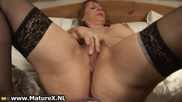 Porno Video of Thick Older Mom With Big Part2