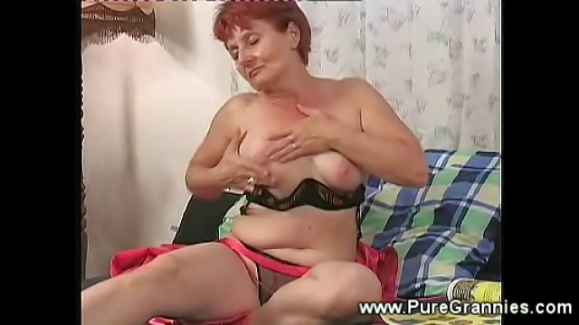 Porno Video of Cockstarved Granny Masturbating