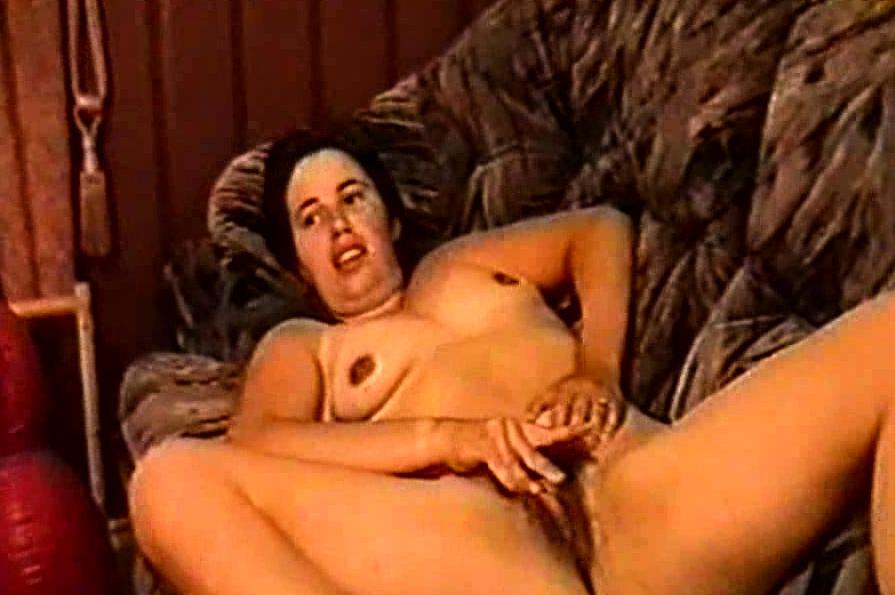 Silf Holly Haris De Birmingham Fingering Her Hairy Pussy