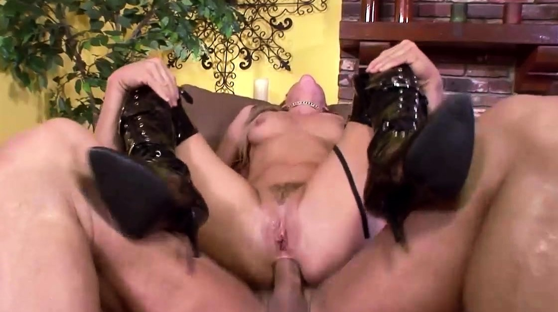 Free40 Awesome Blonde Milf Gets Fucked