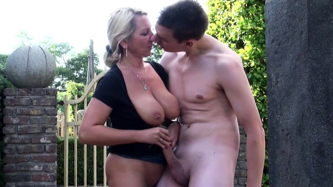 Mother Caught Her Stepson While She Masturbates And Helps With The Fuck