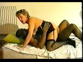 Нарезка ретро порно анального секса