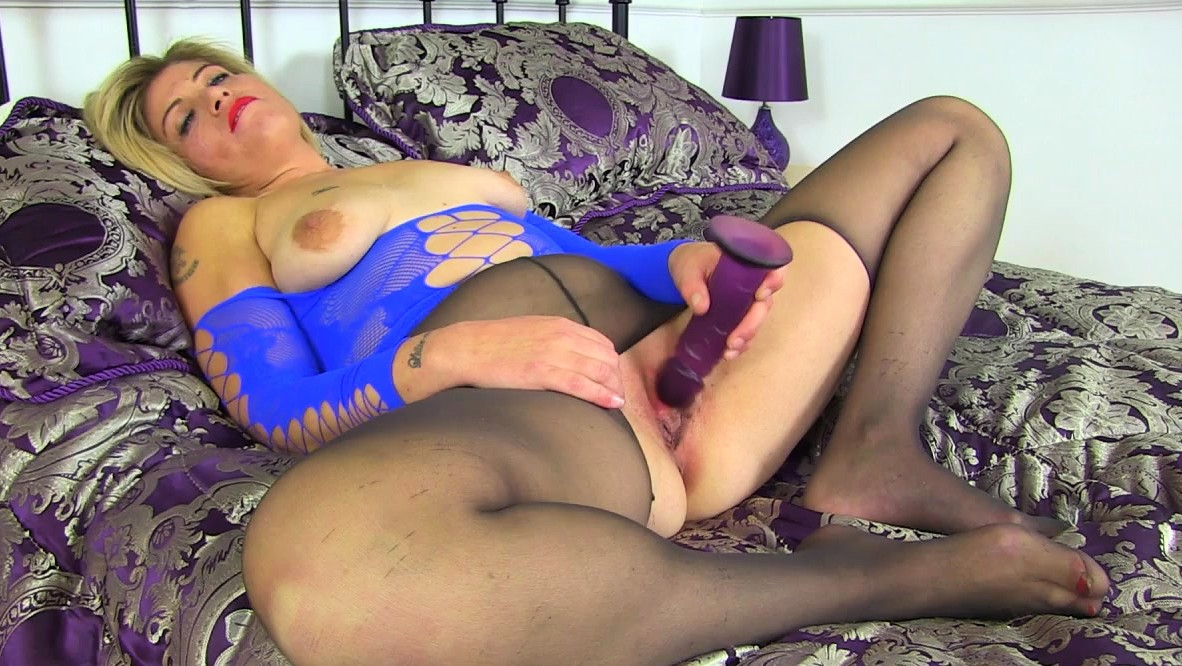 English Milf Emma Fucks Her Shaved Pussy With A Dildo