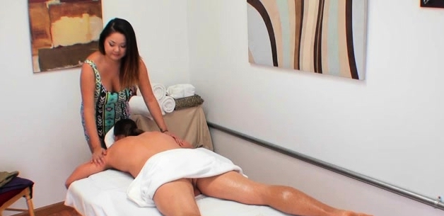 Beauty Massage Gives Your Client A Sexy Soaked Bonus