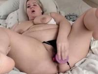 Beautiful BBW hooker dildo Fucks Herself | Porn-Update.com