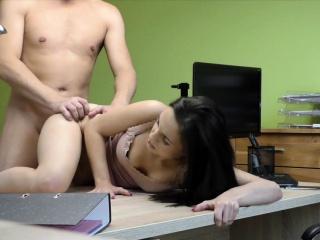 Наивная девушка на кастинге порно