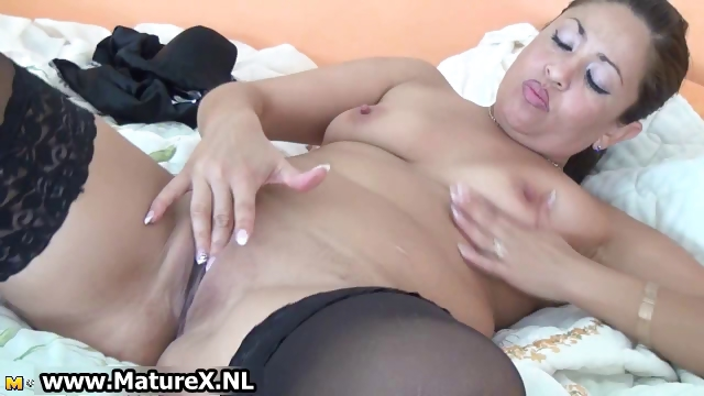 Porno Video of Thick Mature Housewife In Sexy Black Part6