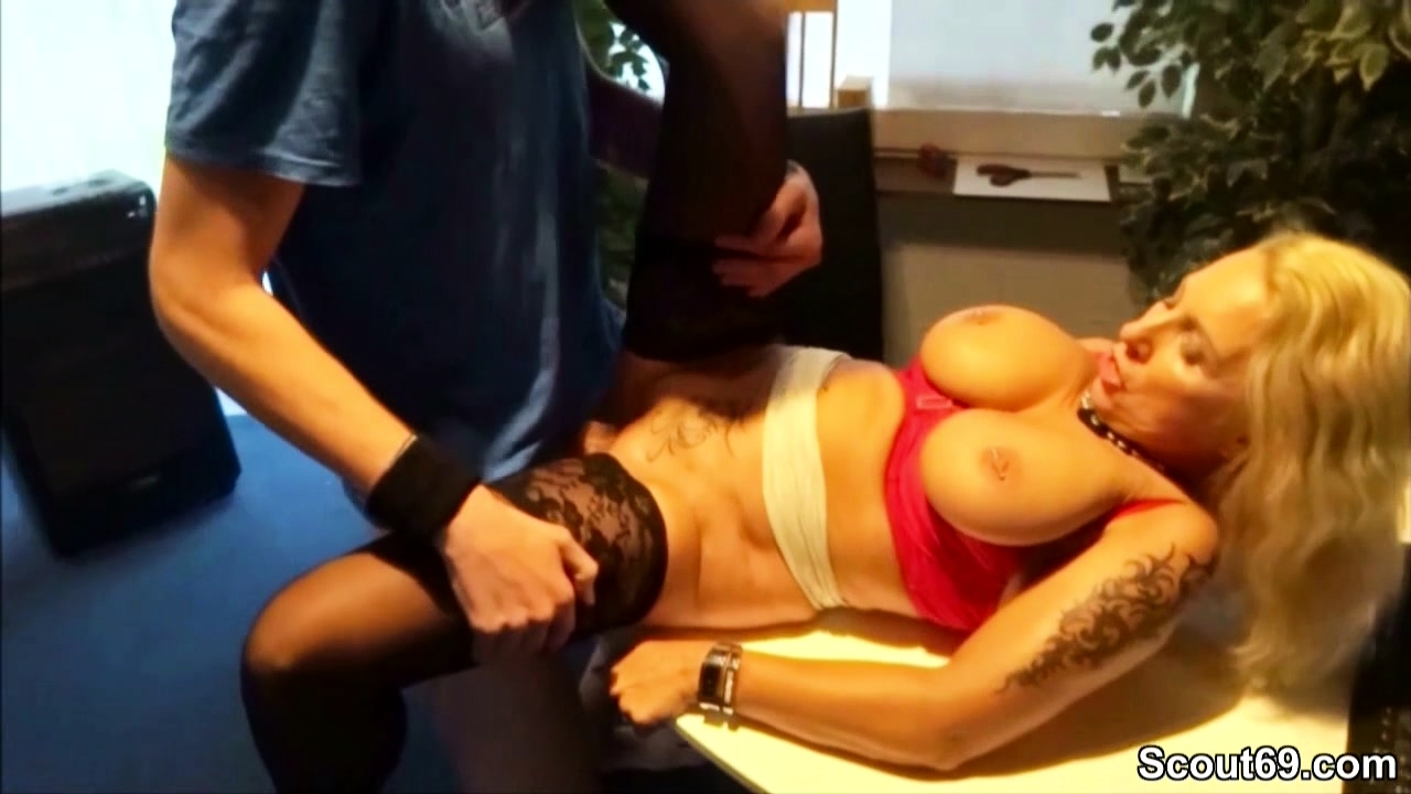 Milf Boss Help Apprentice Youngspund In Her First Fucked