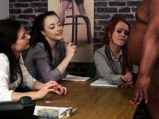 Порно старик молодые студентки