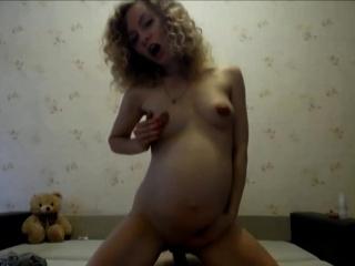 Порно видео мастурбация с камерой под столом