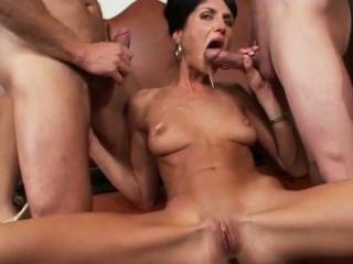 Смотреть онлайн порно видео попы групповое сквирт