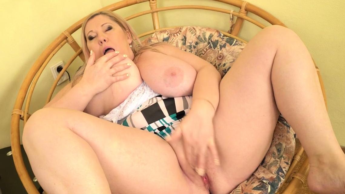 Euro Bbw Milf Dita Nibbles Her Huge Tits