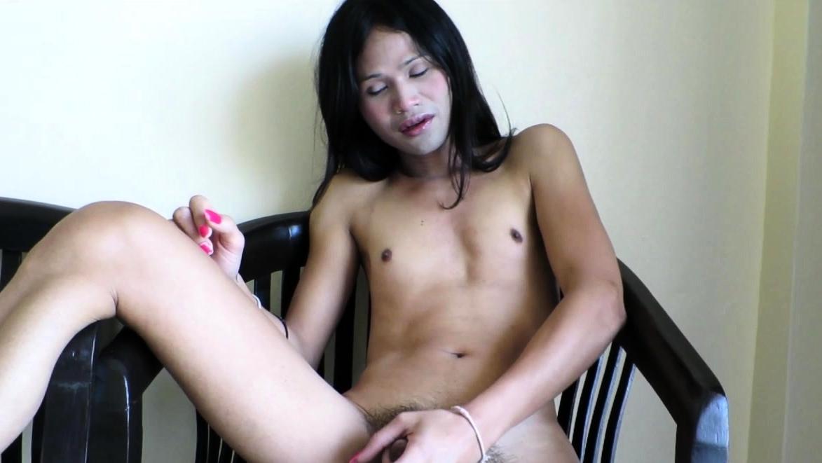 Ladyboy Ammy Se Masturba