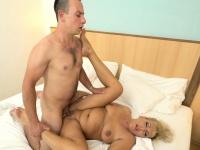 Granny whore gets licked | Porn-Update.com