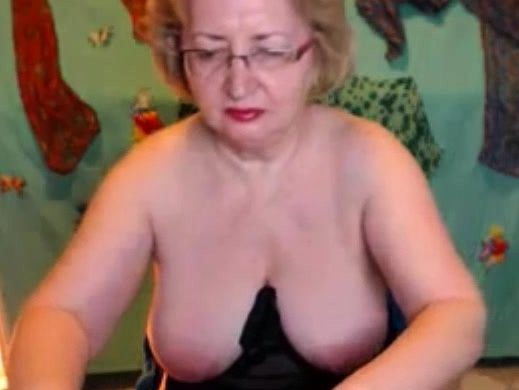 Busty Mature Blonde Fingering Wet Pussy On Webcam