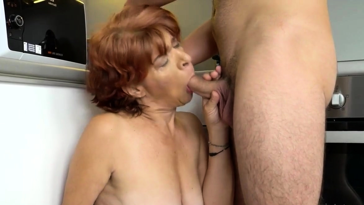 Mature Lady Is Jizzed Her Pussy