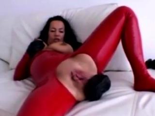 Порно негритянки лесби со страпоном анал