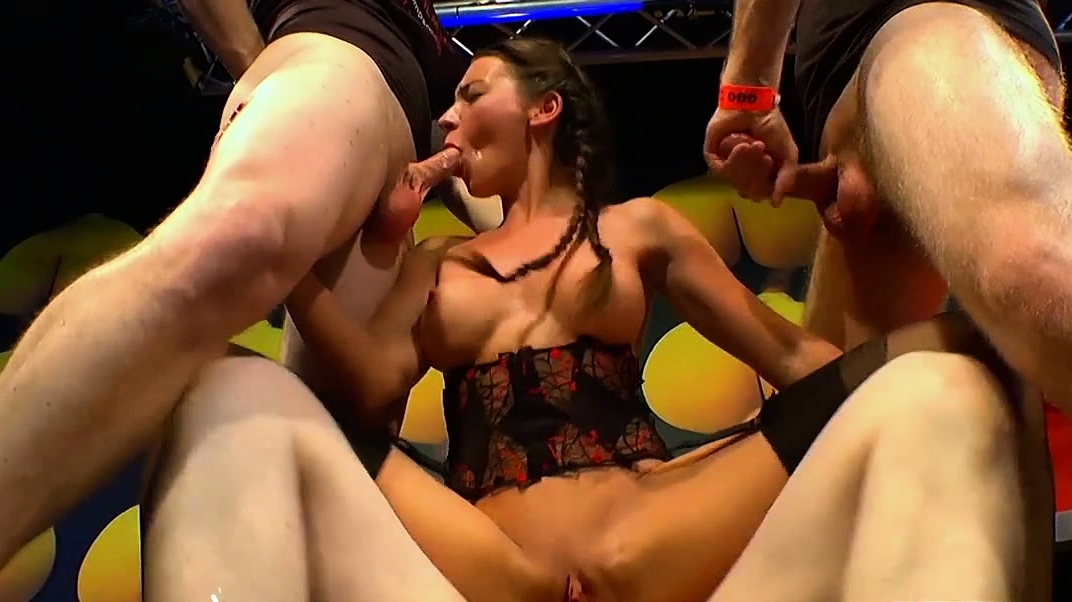 Beautiful Julie Skyhigh Loves Anal And Cum - German Goo Girls