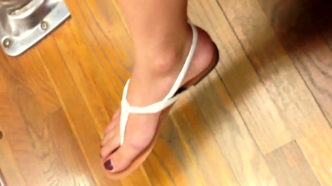 Candid College Student Sexy Feet Legs Feet